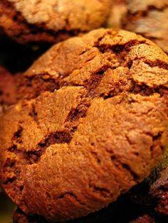 Het jy al begin om koekies te bak vir die vakansie? Met barsies en al! Baking Recipes, Cookie Recipes, Dessert Recipes, Oven Recipes, Biscuit Cookies, Biscuit Recipe, Kos, South African Recipes, Ginger Cookies