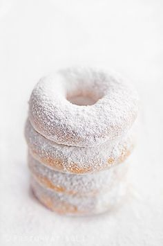donuts, food, and sweet image Powdered Donuts, Powdered Sugar, Donut Icing, Sugar Donut, Cooking Photos, White Food, Donut Shop, Donut Bar, Donut Recipes