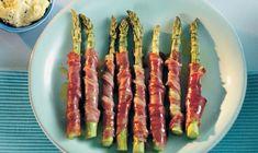 Enkel tapas ret. Breakfast Shot, Bacon Breakfast, Bobby Flay Brunch, Fingerfood Party, Good Food, Yummy Food, Snacks Für Party, Mozzarella Sticks