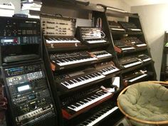 this is what i need Music Production Equipment, Recording Studio Equipment, Recording Studio Design, All Music Instruments, Electronic Music Instruments, Sound Studio, Home Studio Music, Rehearsal Studios, Studio Layout