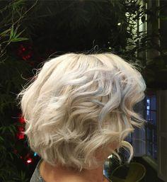 Blond platinum por nosso time criativo!  #salaodebeleza #coloracao #estilo #colorboutique #vilamadalena #blondie #eusouskp #schwarzkopfpro #schwarzkopfbr #euusofibreplex #fibreplexeffect #strongbonds #blondmebattle #teamkimvo #colorama