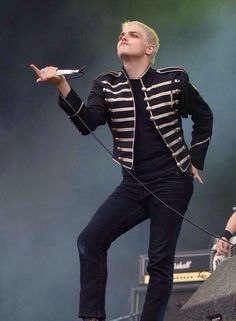 *exasperated sigh* Only Gerard would flip off everyone there.
