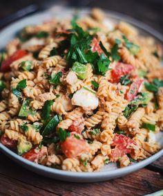 Pasta salad with tuna - Le Coup de Grâce - cuisine - Salad Recipes Healthy Easy Salads, Healthy Salad Recipes, Pasta Recipes, Easy Meals, Tzatziki, Tortellini, Sin Gluten, Pesto, Tuna Salad Pasta