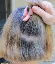 The story of how one woman is making the transition to gray hair advice on how to transition to gray Grey Blonde Hair, Long Gray Hair, Silver Grey Hair, Lilac Hair, Pastel Hair, Green Hair, Blue Hair, Grey Hair At 40, Curly Gray Hair