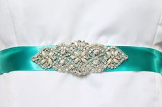 How to Make a Sash for a Wedding Dress