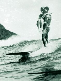 Been wanting to do tandem on a longboard for years. Finally got my first tandem, a great way to start the year To add more, I did it with the Asian longboard champion guy! Vintage Surfing, Surf Vintage, Vintage Mermaid, Vintage Hawaii, Vintage Black, No Wave, Funny Vintage Photos, Vintage Humor, Vintage Beach Photos