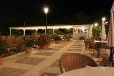 Terraza del Hotel de noche.