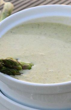Make this recipe for Cream of Asparagus Soup for a fancy starter or a tasty lunch. Chicken Soup Recipes, Chili Recipes, Gourmet Recipes, Vegetarian Recipes, Cooking Recipes, Healthy Recipes, Creamed Asparagus, Cream Of Asparagus Recipes, Recipes