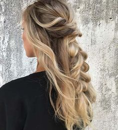 21 Cute Hairstyle Ideas for the Holidays: #10. BOHEMIAN HALF UP HALF DOWN STYLE; #bohemianstyle