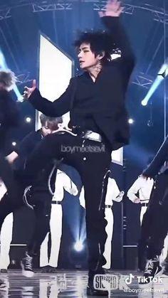 Taehyung Abs, Jungkook Abs, Kim Taehyung Funny, Bts Bangtan Boy, Foto Bts, Bts Photo, V Bta, Bts Love, V And Jin