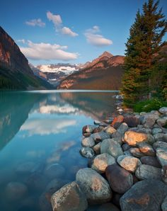 Lake Louise in Canada | Stunning Places #Places