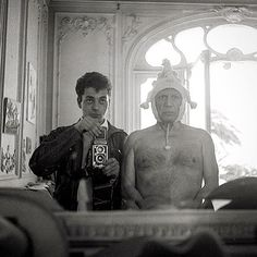 Self-Portrait by André Villers with Picasso - Cannes 1955 -------------------------------------------------- #photographer #oldcamera #filmcamera #vintagecamera #camera #cameras #camara #camaras #photographe #cameraporn #filmisnotdead #believeinfilm #antiquecamera #retrocamera #oldcameras #vintagecameras #analoguecamera #classiccamera #analogcamera #analogcamera #tlr #twinlensreflex #rolleiflex #picasso #pablopicasso #andrevillers #1950s #cannes #rolleicamera