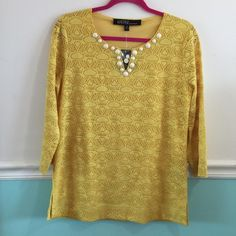 ✅ Kasper tunic, fully lined Kasper tunic fully lined in yellow. Embellished with cream buttons. New With Tags. Size M. Kasper Tops Tunics