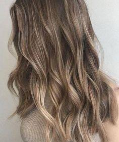Que seja um bom ano para o nosso cabelo Trago um post que antecipará o ano e vos deixará a par das trends do ano antes mesmo de aparecerem. Eu para este ano quero, principalmente, cuidar melh…
