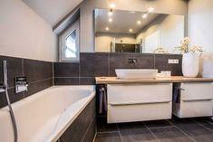 Badezimmergestaltung ist vor allem für kleine Bäder eine Herausforderung. Wir zeigen Ihnen, dass es aber sehr gut funktioniert. Klicken Sie rein!