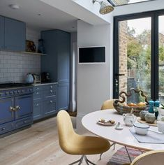 Modern kitchen pictures and photos for your next decorating project. Find inspiration from of beautiful living room images Kitchen Diner Extension, Open Plan Kitchen Diner, Georgian Townhouse, Georgian Homes, Kitchen Colors, Kitchen Design, Kitchen Units, Kitchen Ideas, Kitchen Planning