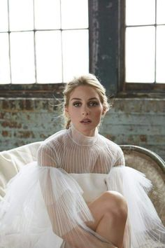 Retailer Holt Renfrew has put the spotlight on it girl and socialite Olivia Palermo with a recent photoshoot featuring romantic, fall looks. Estilo Olivia Palermo, Look Olivia Palermo, Olivia Palermo Wedding, Holt Renfrew, Valentino Dress, Valentino Bridal, Looks Black, Romantic Look, Romantic Fashion
