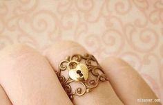 Gold heart-shaped lock ring.  *classy* <3