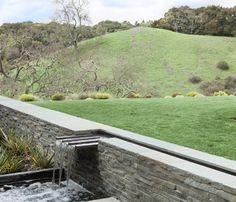 Orinda Residence modern landscape in California by Thuilot Associates Koi Pond Design, Fence Design, Modern Landscaping, Yard Landscaping, Landscaping Ideas, Backyard Ideas, Landscape Architecture, Landscape Design, Water Management