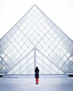 Le Louvre and the tourist. Paris. 2016. -