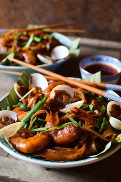 char kway teow (malaisie) Stir Fry Noodles, Colors Of The World, Malaysia, World Cuisine, Asian, Food, Dish, Recipes