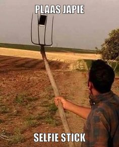 Selfie Stick la noi in sat Afrikaans Quotes, Selfie Stick, Twisted Humor, Cool Words, I Laughed, South Africa, Laughter, Funny Jokes, Funny Pictures