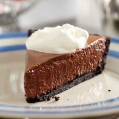 I can not get enough of this French Silk Pie recipe! Such a delicious fluffy and creamy dessert.  Oh AND it's under 200 calories!