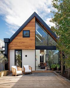 The Design Files – Cuckoo Clock Meets Modern Edwardian Home! Modern Barn House, Modern Houses, Modern House Exteriors, Best Modern House Design, Barn House Design, Tiny House Exterior, Modern Buildings, Melbourne House, Terrace Design