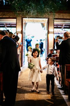 """Beatriz Scheuer e Daniel Wong disseram o """"sim"""" em um casamento moderno, com decoração da Bothanica Paulista e assessoria de Vivi Farah."""
