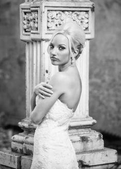 Bridal pictures. Wedding dress.Old Sacramento. California.