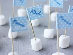 Marshmallow Table Name Flags party diy marshmallow diy crafts diy party ideas party decoration table name flags Grilling Gifts, Table Names, Baby Party, Name Cards, Elle Decor, Party Time, Robin, Diy And Crafts, Birthdays