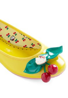 Yellow Kitty Flat - dear god i need these,  i need these NOW!