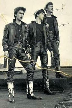 ♬  LOOKING BACK:  This is one of the photos that convinced George Harrison, Paul McCartney, and John Lennon how awful the clothes they chose to perform in (leather jackets & cowboy boots) looked.