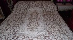 VINTAGE QUAKER LACE TABLECLOTH ECHRU TAN WHITE FLORAL ROSES PATTERN