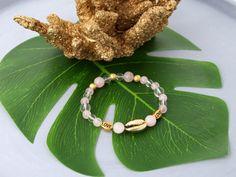 Inšpirácia: Elastický ruženinový náramok so zlatou Kauri mušľou - Bracelets, Bangles, Bracelet