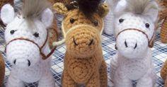 CABALLO AMIGURUMI Poney Crochet, Cute Crochet, Crochet Crafts, Crochet Dolls, Crochet Baby, Crochet Projects, Knit Crochet, Crochet Horse, Crochet Unicorn