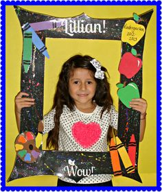Little Miss Kindergarten - Lessons from the Little Red Schoolhouse!: create frame to take pictures of students Kindergarten Pictures, Kindergarten First Day, Kindergarten Lessons, Art Lessons Elementary, School Picture Frames, Graduation Picture Frames, School Frame, 100 Day Of School Project, 1st Day Of School