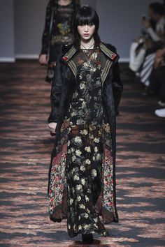 Etro Fall 2016 Ready-to-Wear Fashion Show http://www.theclosetfeminist.ca/ http://www.vogue.com/fashion-shows/fall-2016-ready-to-wear/etro/slideshow/collection#43