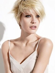 assimetric short hairstyle
