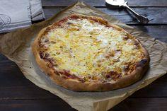 Pizza italiana a los 4 quesos - La Cocina de Frabisa La Cocina de Frabisa Pizza Snacks, Empanadas, Hawaiian Pizza, Food And Drink, Veggies, Yummy Food, Cheese, Cooking, Recipes