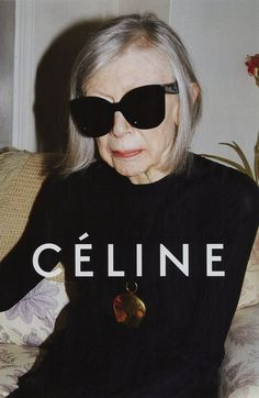 American author Joan Didion is the new face of the CELINE campaign. Shot by Juergen Teller, wearing oversized black frames, the 80 year old writer is the epitome of the laid-back, effortlessly chic CELINE woman. Phoebe Philo, Juergen Teller, Celine Campaign, Fashion Advertising, Advertising Campaign, Mode Editorials, Advanced Style, Stan Smith, Mode Style