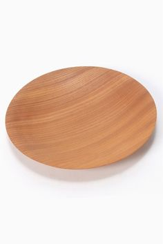 Fuyu kiji sara L  Fuyu kiji sara L 13500 IENA Fuyu浮遊山中漆器の名工本吉国夫(木地師)と矢木繁塗師による極薄一本挽き製法によって誕生した世界で最も薄い本漆の漆器です 軽くて丈夫そして熱伝導率が低いので料理の温度を保ちながらも手で持ったときにに熱すぎたり冷たすぎたりしないので毎日気軽にお使い頂けます 世界に誇る日本の伝統工芸とデザインを食を通してお楽しみ下さい 1821年パリの南にあるロワール河岸の豊かな自然に恵まれた町ジアンに設立されたファイアンス焼きの陶器工房GIEN(ジアン) 190年以上の歴史を誇るジアンは鮮やかなロイヤルブルーから深みのあるナイトブルーまで様々なニュアンスのブルーを中心にした華やかな色彩と花や鳥など自然をテーマにした絵柄がブランドイメージとなりオーダーメイドの精神と人々の食卓に幸せを彩るというモットーが今でも基本理念として大切に受け継がれています…