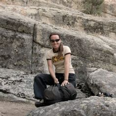 Der holde Holger, ein imposantes Mannsstück und sein Seilsack, war mein peinlichstes Klettererlebnis. Lies meine Geschichte und die von anderen Kletterer im Round-Up-Blog-Post von Klettergeschenke. Up, Poster, Blog, Bouldering, Climbing, History, Funny, Posters