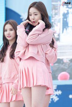 Sinb of gfriend South Korean Girls, Korean Girl Groups, Sweet Girls, Cute Girls, Sinb Gfriend, G Friend, Korean Model, Beautiful Asian Girls, Asian Woman
