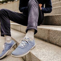 Buty miejskie Conquest Canvas marki Caterpillar to modne i wygodne obuwie dla mężczyzn.  Wnętrze pokryte jest miękką, oddychającą wyściółką z siatki, Podeszwa środkowa w technologii EASE, zapewnia komfort użytkowania, Model zaopatrzony jest we wkładkę wykonaną w technologii NXT, Trwała podeszwa zewnętrzna zapewnia dobrą przyczepność do podłoża, Caterpillar, Sperrys, Sneakers, Model, Shoes, Fashion, Tennis, Moda, Slippers
