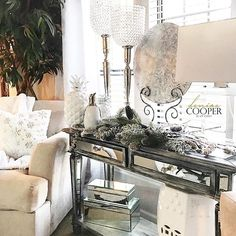 I'm swooning ✨over having white Christmas decor in the living/dining room this year. Change is always good! Have a wonderful day my darlings!  #brightwhitewednesday #neutraldecor #christmasdecor