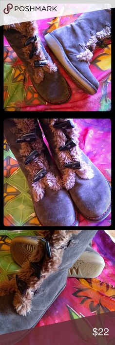 Earth Shoes winter faux fur boot size 9 Warm and cozy winter boots. All leather with faux fur. Some scuffing(see pic 4)overall in very good shape. Earth Shoes Shoes Winter & Rain Boots
