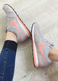 new photos af811 685a4 Nike wmns MD Runner 2  Grey Pink