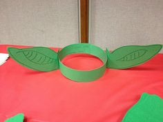 """In conjunction with our Theme of the Week on the Solar System, we are celebrating Star Wars day on May as in """"May the be with you."""" Here are some fun crafts and snacks to make Star Wars D… Kids Crafts, Nerd Crafts, July Crafts, Star Wars Games, Star Wars Kids, Manualidades Star Wars, Decoracion Star Wars, Tema Star Wars, Star Wars Pinata"""