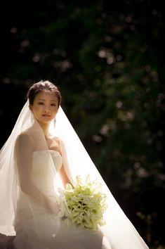 Dramatic Formal Bridal Portrait. This makes me want a long veil.